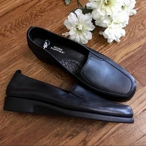 NWOT Hush Puppies heaven loafers 9 black leather